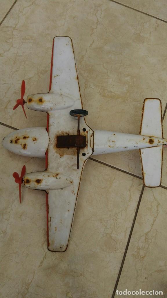 Juguetes antiguos de hojalata: Avion de hojalata de friccion - Foto 2 - 272051873