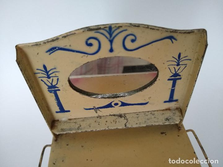 Juguetes antiguos de hojalata: Lavabo tocador en hojalata pintada posible Hispania Denia años 20 - Foto 4 - 241012540