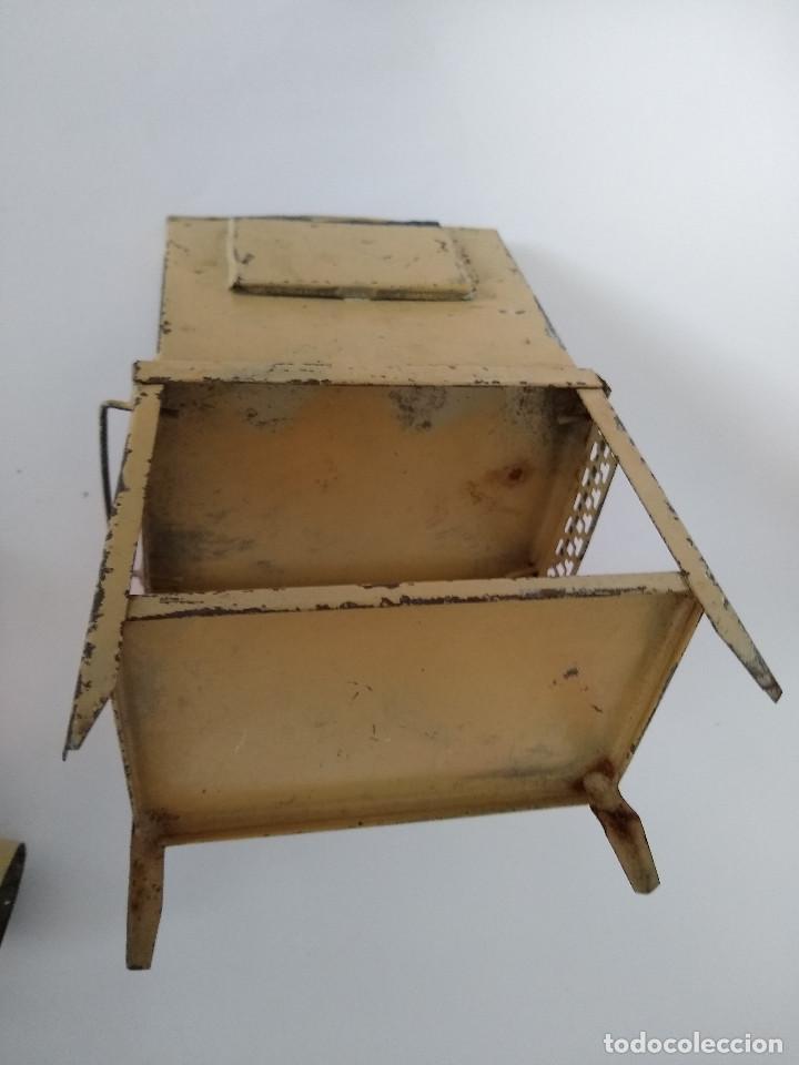 Juguetes antiguos de hojalata: Lavabo tocador en hojalata pintada posible Hispania Denia años 20 - Foto 6 - 241012540