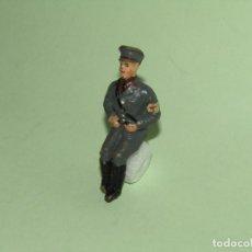 Brinquedos antigos de folha-de-Flandres: ANTIGUO SOLDADO SANIDAD SENTADO EN PASTA DE COMPOSICIÓN PARA VEHÍCULO MILITAR - LINEOL O ELASTOLIN. Lote 275103238