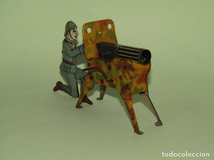 Juguetes antiguos de hojalata: Antiguo Soldado con Ametralladora en Chapa Litografiada Fabricado en Alemania - Año 1930s. - Foto 3 - 275112053