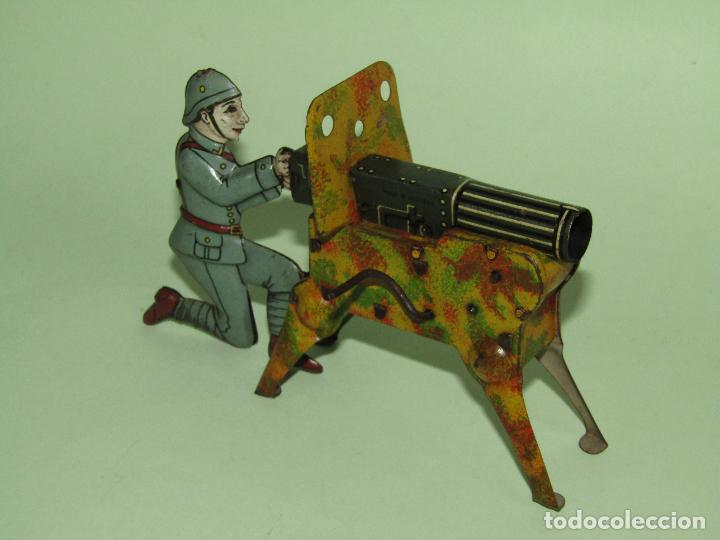 Juguetes antiguos de hojalata: Antiguo Soldado con Ametralladora en Chapa Litografiada Fabricado en Alemania - Año 1930s. - Foto 5 - 275112053