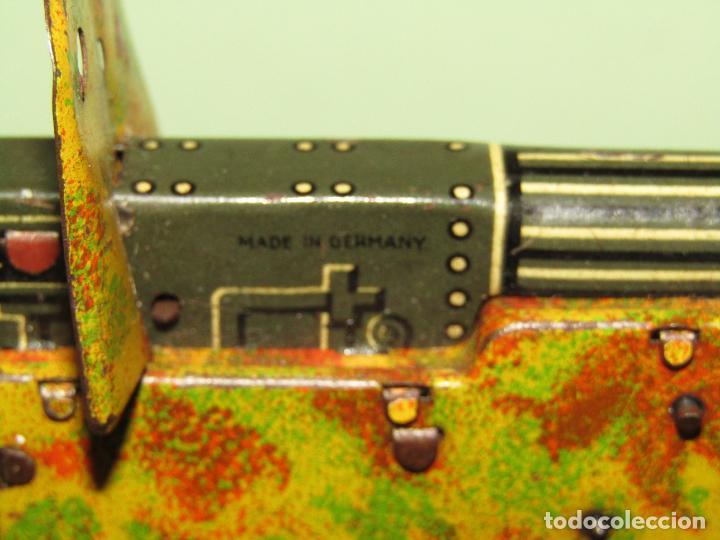 Juguetes antiguos de hojalata: Antiguo Soldado con Ametralladora en Chapa Litografiada Fabricado en Alemania - Año 1930s. - Foto 6 - 275112053