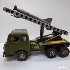 Brinquedos antigos de folha-de-Flandres: CAMION MILITAR ANTIGUO A CUERDA DE JOUSTRA TIPO RICO PAYA. Lote 275447823