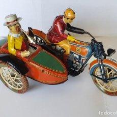 Juguetes antiguos de hojalata: MOTO TUF-TUF CON SIDECAR, RÉPLICA DE LA FÁBRICA PAYÁ EN MUY BUEN ESTADO. Lote 277254828