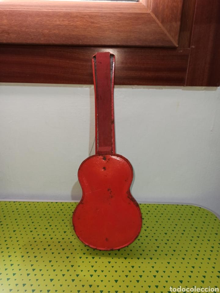 Juguetes antiguos de hojalata: GUITARRA ANTIGUA JAPONESA AÑOS 60-70 - Foto 3 - 278592783