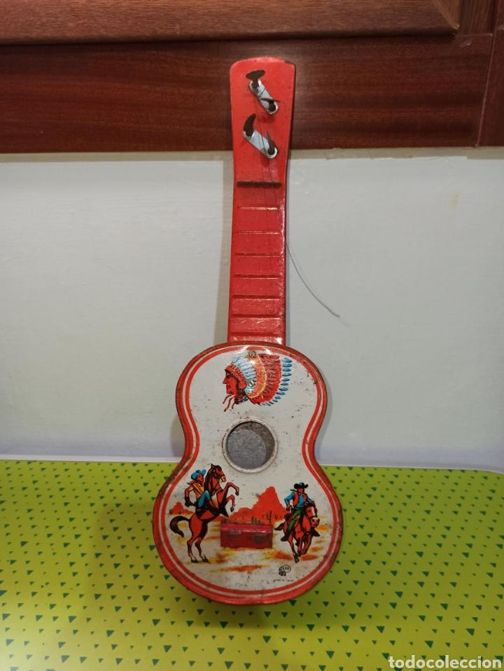 GUITARRA ANTIGUA JAPONESA AÑOS 60-70 (Juguetes - Juguetes Antiguos de Hojalata Internacionales)