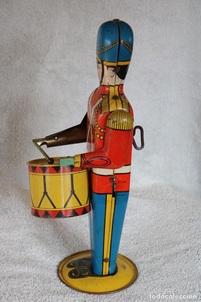Juguetes antiguos de hojalata: GRAN SOLDADO CON TAMBOR DE HOJALATA A CUERDA - Nº 27 DRUM MAJOR - WOLVERINE - MADE IN USA - Foto 3 - 283293428