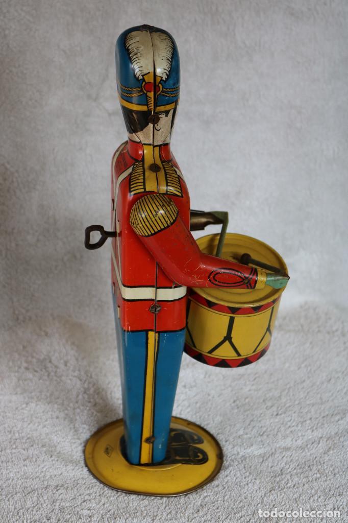 Juguetes antiguos de hojalata: GRAN SOLDADO CON TAMBOR DE HOJALATA A CUERDA - Nº 27 DRUM MAJOR - WOLVERINE - MADE IN USA - Foto 4 - 283293428