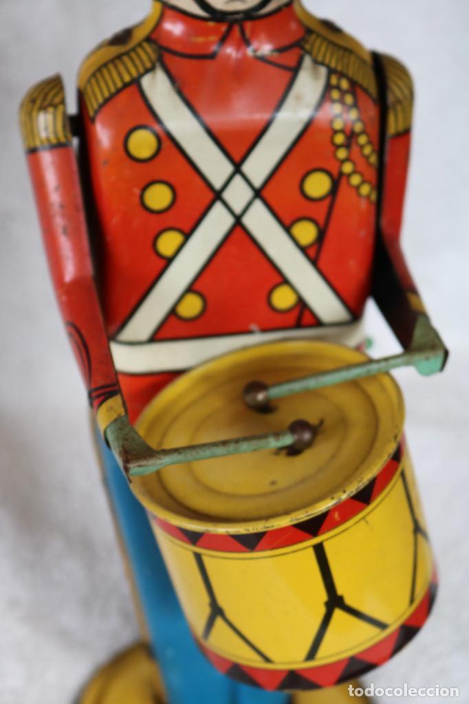 Juguetes antiguos de hojalata: GRAN SOLDADO CON TAMBOR DE HOJALATA A CUERDA - Nº 27 DRUM MAJOR - WOLVERINE - MADE IN USA - Foto 8 - 283293428