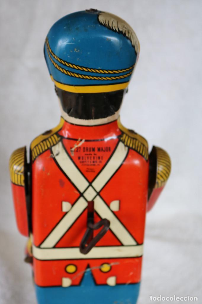 Juguetes antiguos de hojalata: GRAN SOLDADO CON TAMBOR DE HOJALATA A CUERDA - Nº 27 DRUM MAJOR - WOLVERINE - MADE IN USA - Foto 10 - 283293428