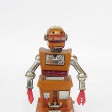 Juguetes antiguos de hojalata: ROBOT ZEROIDS, VINTAGE ZOBOR ROBOT, SPACE TOY, JUGUETE ESPACIAL ORIGINAL DE LOS AÑOS 60. MIDE 16 CM. Lote 287971498