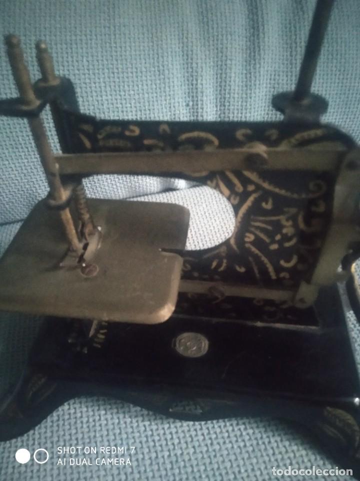 Juguetes antiguos de hojalata: Máquina de coser de juguete E. P. 1925 - Foto 5 - 288145718
