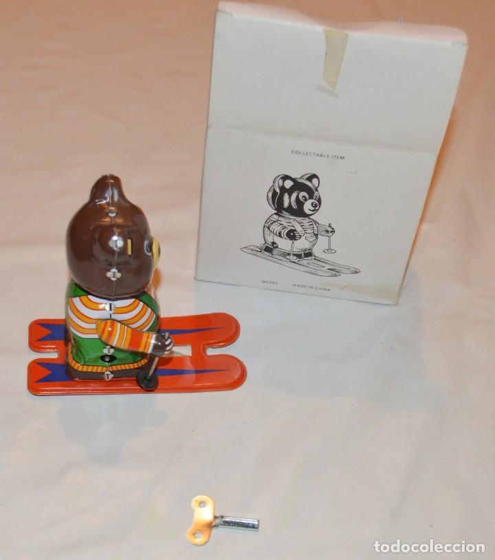 Juguetes antiguos de hojalata: OSO ESQUIADOR - CON CUERDA - CON LLAVE - CON CAJA - 10 CMS - Foto 2 - 288582823