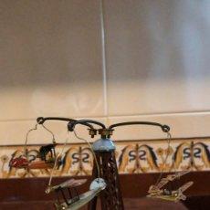 Juguetes antiguos de hojalata: TIO VIVO METÁLICO CON AVIONES 15 CENTIMETROS. DE ALTURA. Lote 293649268