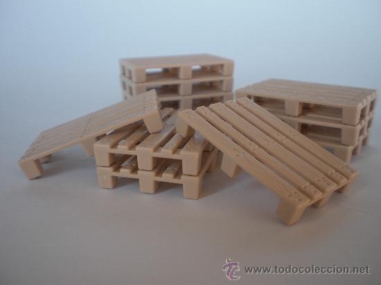 cinco palets a escala con textura de madera juguetes modelos a