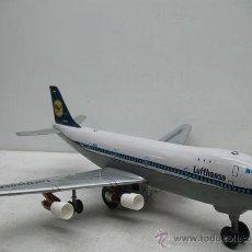 Modelos a escala: AVION BOEING 747 JUMBO JET LUFTHANSA DE LA MARCA HAJI CON LUCES Y SONIDO. Lote 29693293