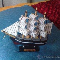 Modelos a escala: BARCO DE MADERA CON PEANA. Lote 32192097