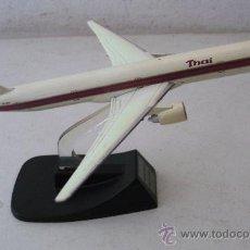 Modelos a escala - avion thai - boeing 777 (16cm aprox, 150g aprox, pie no original) - 33956774