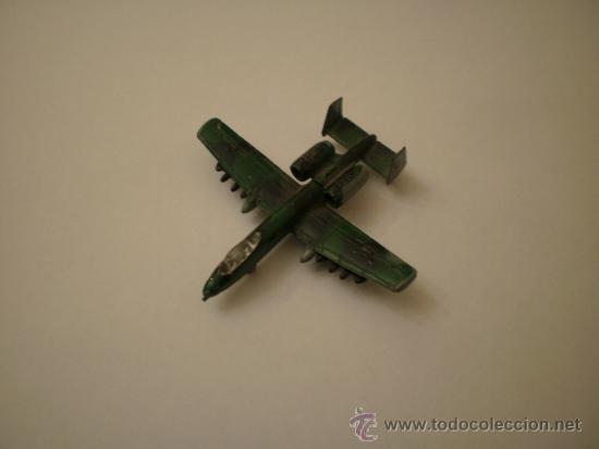 AVION MILITAR DE METAL DE COMBATE A ESCALA 1/144 A-10 THUNDERBOLT CAZATANQUES (Juguetes - Modelos a escala)