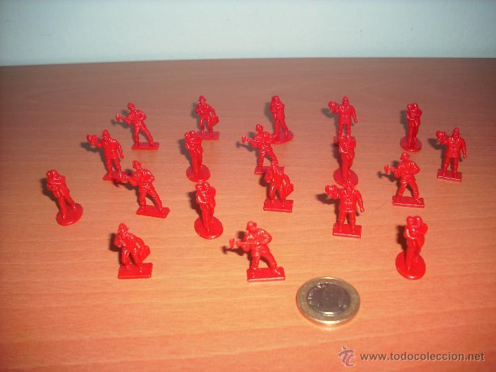 Modelos a escala: Camión de Bomberos y 19 Bomberos de plástico en Monocolor - Foto 2 - 40289662