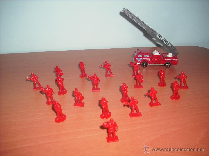 Modelos a escala: Camión de Bomberos y 19 Bomberos de plástico en Monocolor - Foto 3 - 40289662