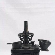 Modelos a escala: ANTIGUA COCINA / COCINITA DE CARBÓN DE JUGUETE - HIERRO - MEDIDAS 16 X 11 X 22 CM. Lote 57150492