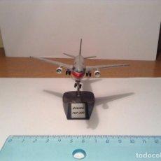 Modelos a escala: AVION COMERCIAL AEROMEXICO BOEING 767-300 FIGURA METAL AEREO LINEA CON PEDESTAL. Lote 114022939