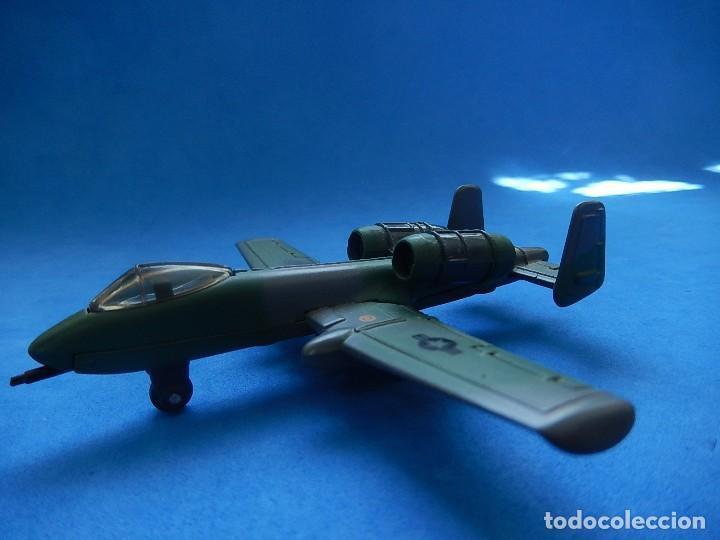 Modelos a escala: Pequeño avión. A-10 Fairchild Thunderbolt. Matchbox. SB 32. 1989. Fabricado en Macau. - Foto 2 - 129547459