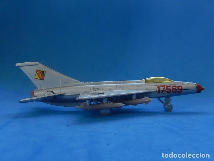 Modelos a escala: Pequeño avión. MIG-21. Fabricado en Hong Kong. - Foto 2 - 129673011