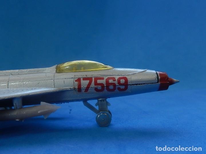 Modelos a escala: Pequeño avión. MIG-21. Fabricado en Hong Kong. - Foto 3 - 129673011