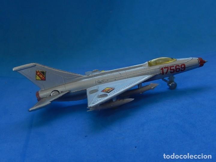 Modelos a escala: Pequeño avión. MIG-21. Fabricado en Hong Kong. - Foto 6 - 129673011