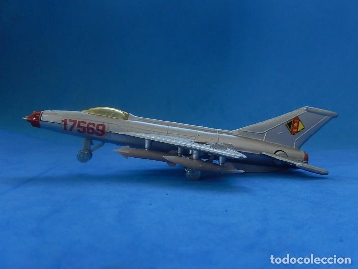Modelos a escala: Pequeño avión. MIG-21. Fabricado en Hong Kong. - Foto 9 - 129673011