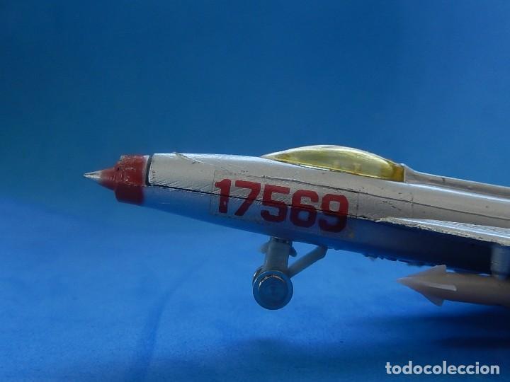 Modelos a escala: Pequeño avión. MIG-21. Fabricado en Hong Kong. - Foto 10 - 129673011