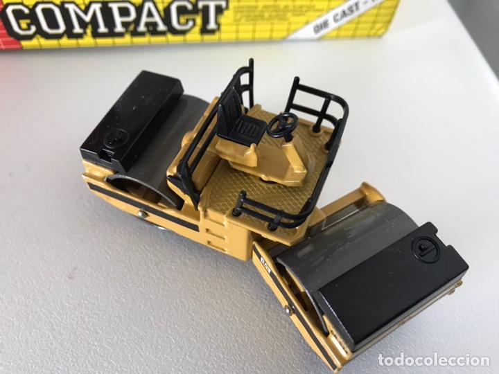 Modelos a escala: Preciosa máquina compactadora CAT Joal 1:50 - Foto 9 - 145601622