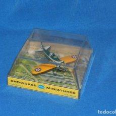 Modelos a escala: (M) AVION - SHOWCASE COX MINIATURES 1/100 SCALE BOEING P-26A CON CAJA, BUEN ESTADO. Lote 150935398