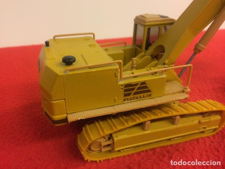 Modelos a escala: Retroescavadora Fiat FL45 - Foto 3 - 170064924