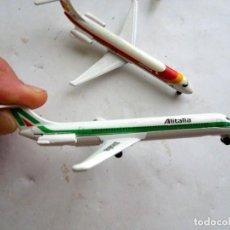 Modelos a escala: 3 AVIONES COMERCIALES MINIARURA – METAL – DOUGLAS MD 80 10 CM. DE LARGO. Lote 170533160