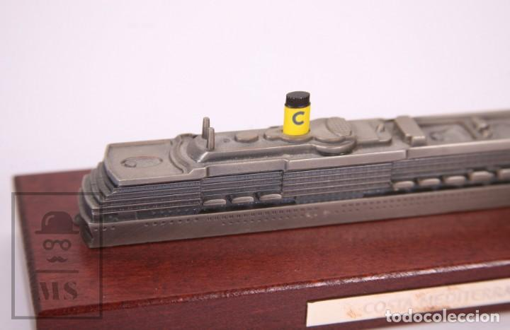 Modelos a escala: Maqueta a Escala - Barco Crucero Costa Mediterránea - Metal Sobre Base de Madera -Med. 23 x 7 x 6 cm - Foto 3 - 171086649
