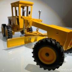 Modelos a escala: MOTONIVELADORA JOHN DEERE SERIE 570. ERTL. '70S. Lote 177983894