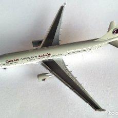 Modelos a escala: HERPA WINGS 1:500 • AIRBUS A330-200 QATAR AIRWAYS (A7-ACA) • METÁLICO 1/500. Lote 178155733