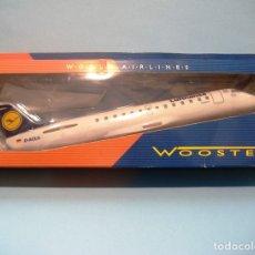 Modelos a escala: WOOSTER MODELO ESCALA 1:100 CANADAIR JET BOMBARDIER CRJ 100/200 LUFTHANSA RARO. Lote 178368018