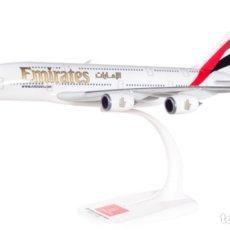 Modelos a escala: PRECIOSO AVIÓN AIRBUS A380 EMIRATES HERPA 1;250. Lote 179069742