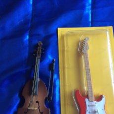 Modelos a escala: MINI INSTRUMENTOS MUSICALES GUITARRA ELÉCTRICA Y VIOLONCHELO. Lote 194863643