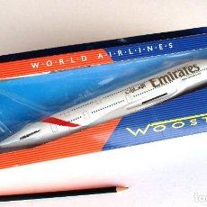 Modelos a escala: HERPA WOOSTER 1:250 • GRAN AIRBUS A380-800 DE EMIRATES • MODELO ACABADO SNAP-FIT (31X29 CM). Lote 195153877