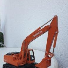 Modèles réduits: EXCAVADORA DAEWOO 220 LC-V. NEW CLOVER. ESTILO JOAL.. Lote 205828120