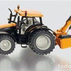 Modelli in scala: TRACTOR VALTRA T191 CON PALA DE LIMPIEZA DE CUNETAS (ESCALA 1:32) SIKU,3659,AGRÍCOLA,KUHN, SEGADORA. Lote 222417572
