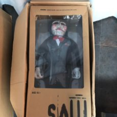 Modelos a escala: VERY RARE MEDICOM TOY SAW BILLY THE PUPPET LIFE SIZE RED SHOES LTD #156/275 NEW. Lote 224798650