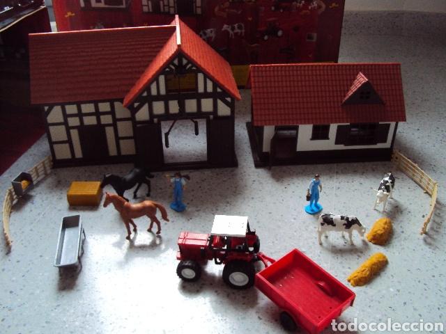 GRANJA CON TRACTOR, GRANJEROS Y ANIMALES (Juguetes - Modelos a escala)