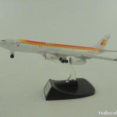 Modelos a escala: AVION AIRBUS 340 - 200 IBERIA. Lote 235083215